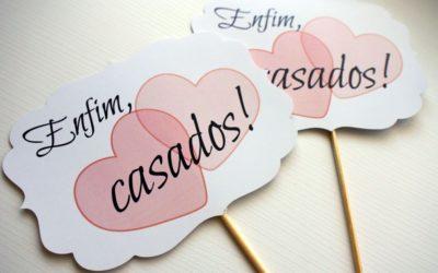 Plaquinhas para casamento divertidas: dicas para animar sua festa